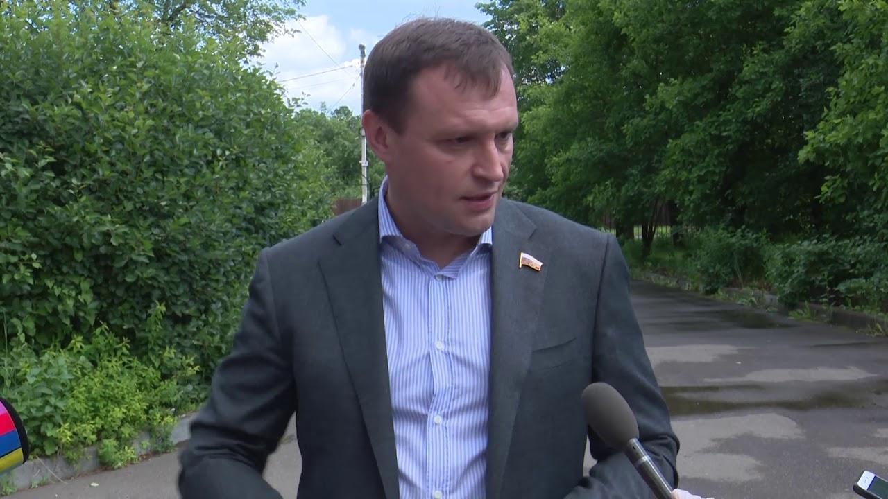 Депутат Госдумы Сергей Пахомов пообщался с журналистами о поправках сразу после голосования