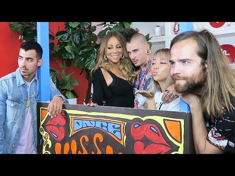 KISSING BOOTH WITH DNCE AND MARIAH CAREY AT MUSICAL.LY!  KISSING STRANGERS (DAY 138)