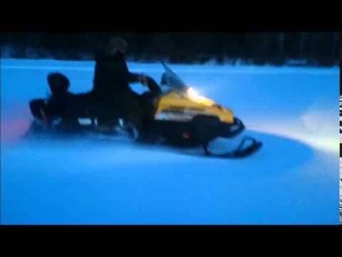 Снегоход BRP Ski Doo  550F и 600 обгонки по полю.