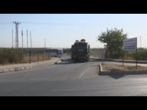 Convoy of Turkey troops heads to border with Syria