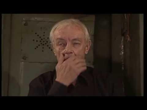 Законник Барон входит в хату