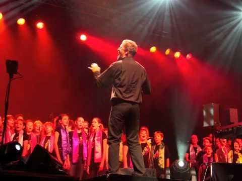 """Les Choeurs de Villeneuve (accompagnés par Achim Meier au piano) chantent """"Livet"""""""