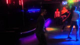 Сэм танцует в клубе Electro-Dance(Вспоминая 5 лет назад, танцор Spoke танцевал стиль Milky Way, решил вспомнить как это было, да и музыка подходящая!..., 2015-02-15T12:29:43.000Z)