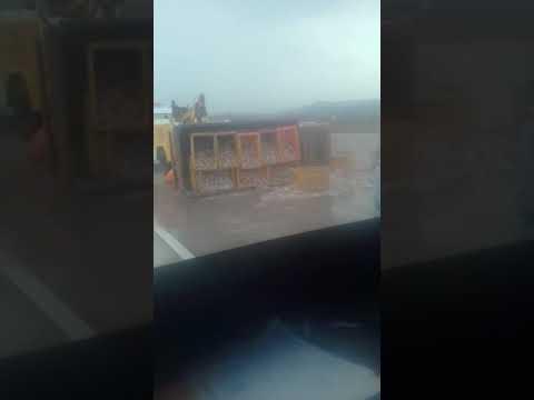 Kecelakaan truck mobil ikan di Tol weleri KM377_Rabu 20 november 2019