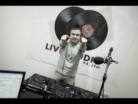 Livestudio 98 3fm@Denis Stark Broadcasting LIVE on Justin tv 12 12 13