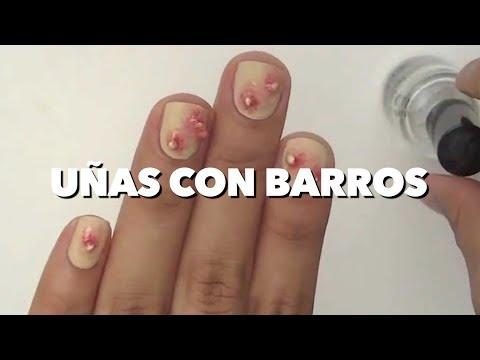 UÑAS CON BARROS