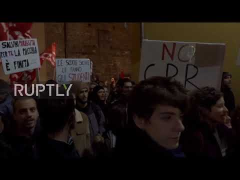 Italy: Police block anti-Salvini protest in Florence