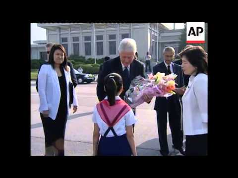 Former US president Clinton leaves NKorea with 2 US journalists