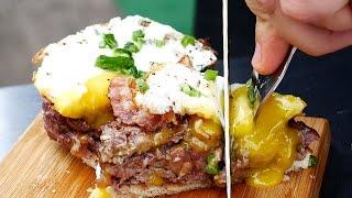Завтрак на гриле. Рубленный бифштекс с тостом и яйцом