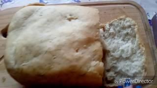 Хлеб с чесноком и зеленью в хлебопечке.