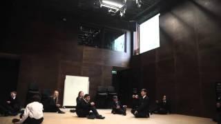 Урок драмы в частной школе Sevenoaks, Великобритания.