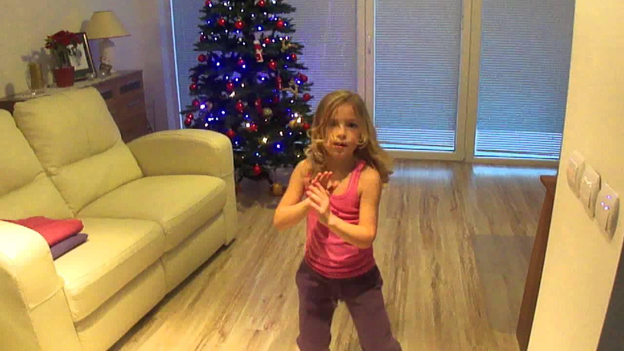 shakira song 5 years old girl dancing - YouTube