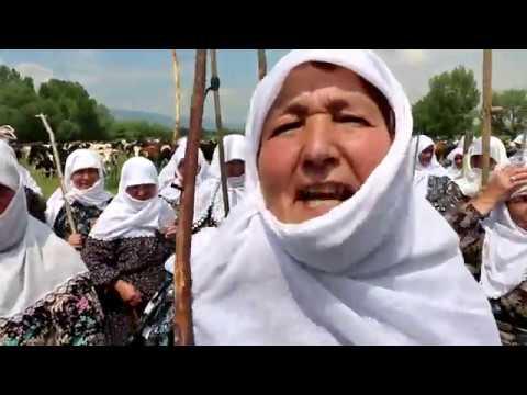 Kadınlar Tırpanlarla Eylem Yaptı