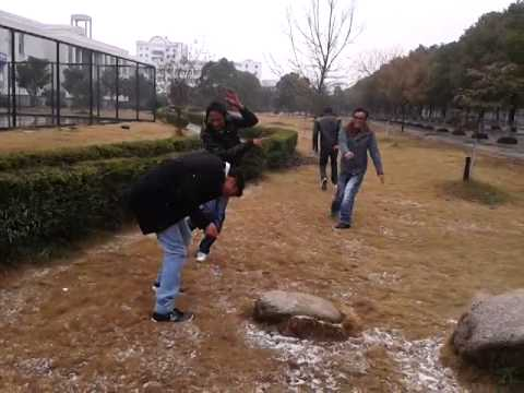 muhammad ali enjoying in snow in yichun,