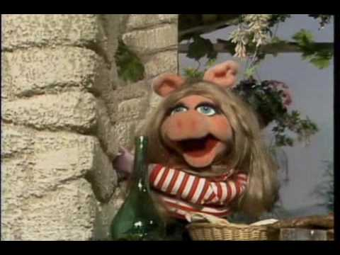 Muppet Show. Miss Piggy - Never on Sunday (s3e09)