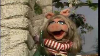 Muppet Show. Miss Piggy - Never on Sunday (s3e09)