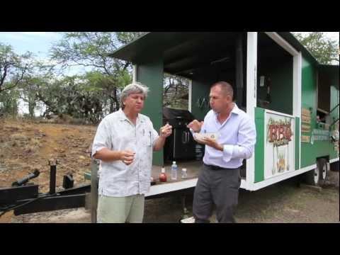 "Maui Roadside Food Truck Review ""Makena Beach Bar Be Que"" Tom Tezak & Dan B"