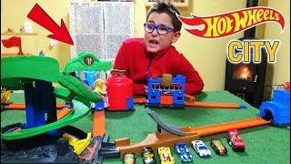 C'È UN COBRA A HOT WHEELS CITY! - Leo Toys