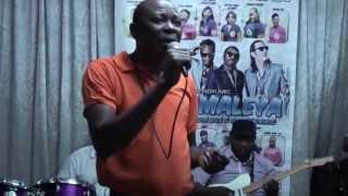 Dina Bell  Ma Doudou avec Solo Muna au Foufou Club  Makossa 100 %