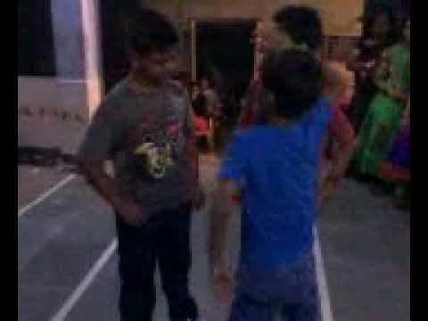 Tu mere aghal baghal dance by Irfan Dal and his friends