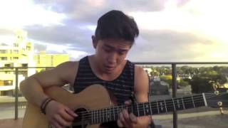 парень обалдено поет под гитару! смотреть всем!