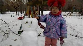 Самый смешной снеговик!Первый снег!Самый лучший фильм.Лепим снеговика.