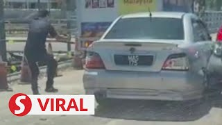 Viral: Cops shoot at car tyres of fleeing driver in a chase
