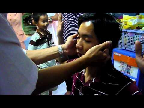 NGUOI CAM DIEC BAM SINH DUOC CHUA LANH (2).MOV