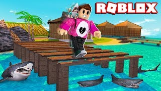 ESCAPE OR THE TIBURON EATS YOU ? Cerso roblox in Spanish