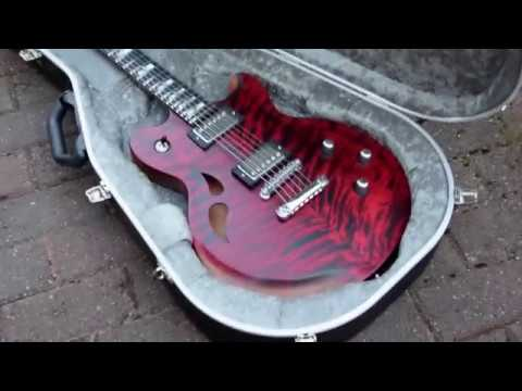 Red AROK-TM guitar case video