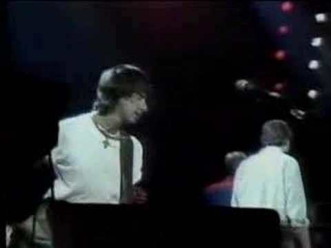 "Jeff Beck ""Hi Ho Silver Lining"" ARMS Concert"