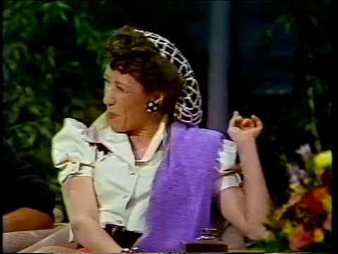 Joan Rivers interviews Lily Tomlin as Ernestine