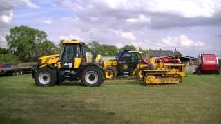 JCB Fastrac Vs Cat D4