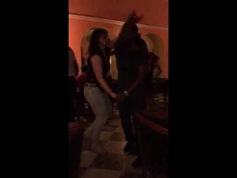"""Yunel y Claudia bailando con Alexander Abreu """"Regalito De Dios"""", en el Florida en La Habana"""