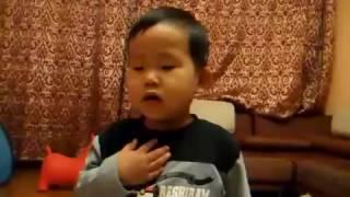 японец испоняет гимн