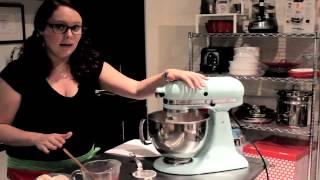Cupcakes Made With Strawberry Cake Mix, Sour Cream & Strawberry Jam : Wonderful Dessert Goodies