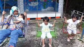 Balita lucu Bermain di Outdoor Playground | OutBound For Kids - video anak
