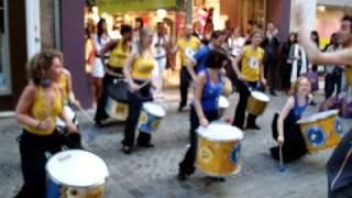 MULEKETU [percussions] rue du Gros Horloge Rouen (20-04-09)
