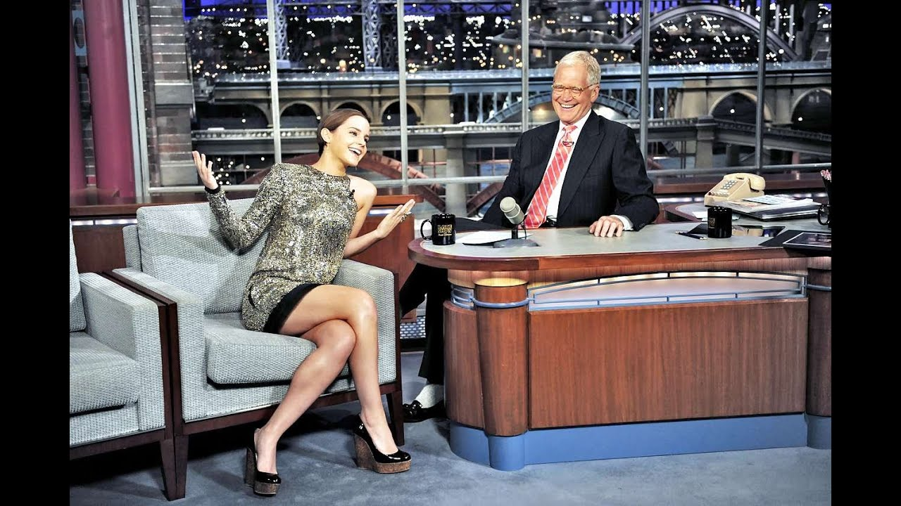 Emma watson showing off her hot legs during the interview ... эмма уотсон