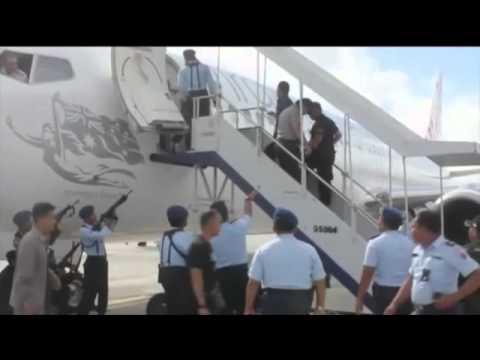 Armed police surround Virgin Australia flight in Bali