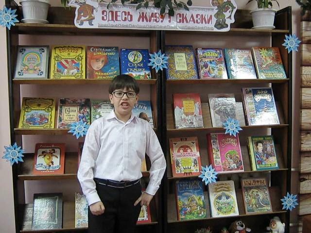 Изображение предпросмотра прочтения – АртемийХрипунов читает произведение «Свинья под дубом» И.А.Крылова