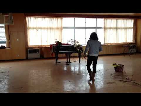 Ikebana offering for the abandoned piano@Ukedo elementary school, Namie,Fukushima. May,2014