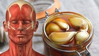 فوائد الثوم مع زيت الزيتون ّ خلط زيت الزيتون والثوم واستخدامه بهذه الطرق يصنع الفرق