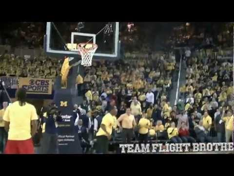 "5'5 Porter ""Whats Gravity?!"" Maberry Shows Out During TFB University of Michigan Half-Time Dunk Show"