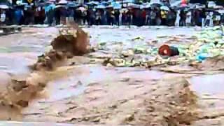 Momento em que caiu a ponte de Bom Jardim-RJ - Vídeo editado