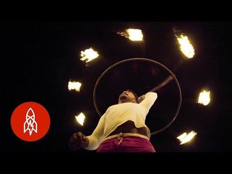 Khiêu vũ với lửa ở Sri Lanka