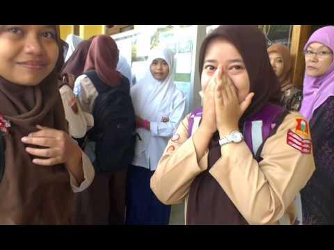 Ekspresi Kegembiraan Siswa Baru Di Terima Di MAK An Nawawi Berjan Purworejo TP. 2014/15