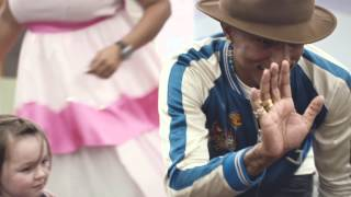 See what happened when Pharrell Williams surprised his fan Queen, w...