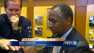 Carson holds low-key book signing at Barnes and Noble