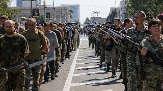 Les pro-russes font parader des prisonniers ukrainiens